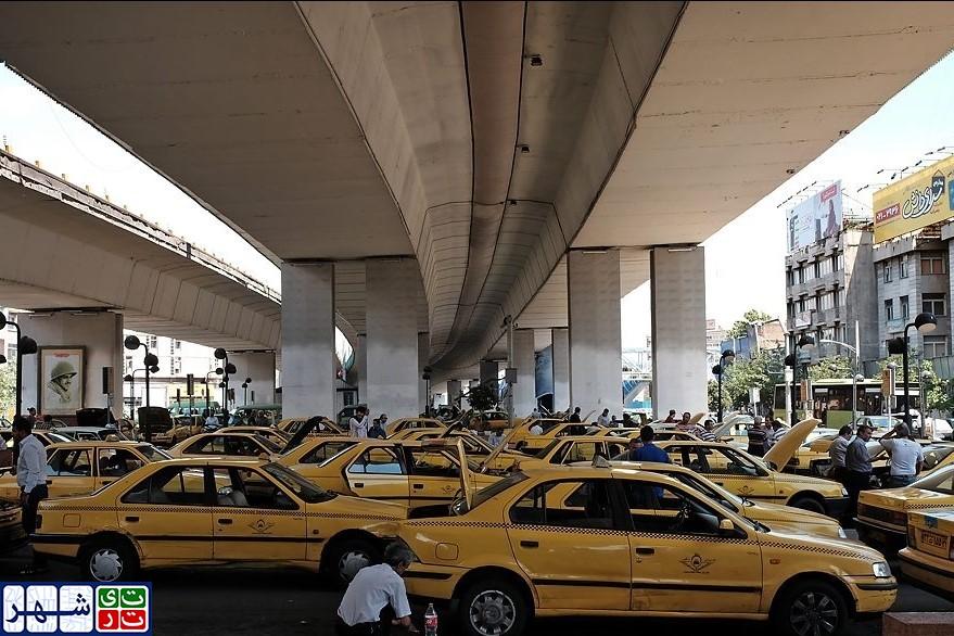 گرو کشی برخی از شرکت های خصوصی از رانندگان تاکسی برای دریافت حق شارژ/ تلاش برخی از شرکت های خصوصی برای دریافت مجدد حق شارژ از رانندگان تاکسی!/ چرا سازمان مدیریت و نظارت بر تاکسیرانی شهر تهران به تخلفات شرکت های خصوصی رسیدگی نمی کند؟