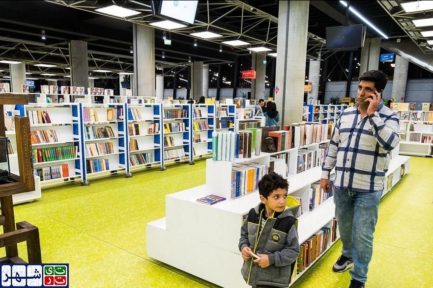 وقتی فرهنگ آلوده به نگاه های سیاسی می شود/ سهم درآمد کتاب کودک از باغ کتاب تنها 6000 میلیارد تومان است/ عده ای به دنبال توسعه فرهنگ کتابخوانی در بین کودکان نیستند